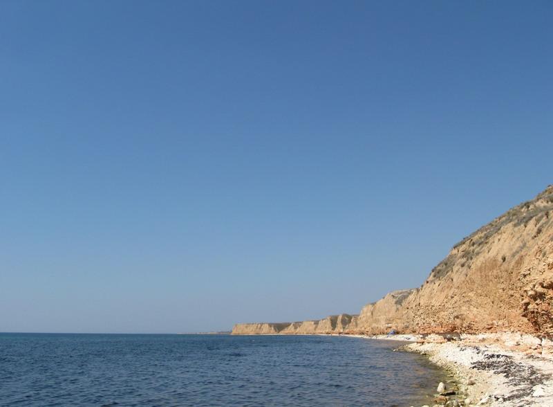 Спочатку йшов глинястий берег