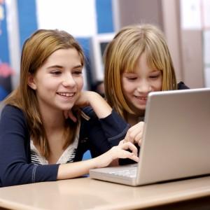 children_and_laptop